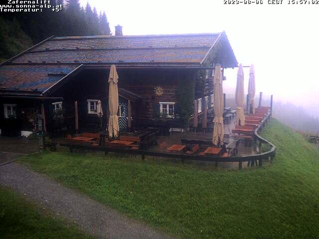 ie Sonna-Alp am Zafernlift mit Blick nach Riezlern.